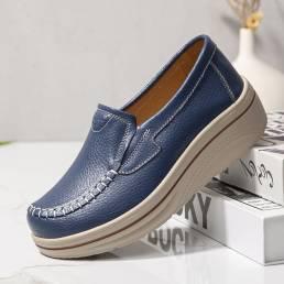 Zapatos casuales de los holgazanes cómodos de las plataformas de la puntada de la mano del color sólido