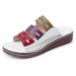Las mujeres ahuecan hacia fuera el empalme cómodo zapatillas