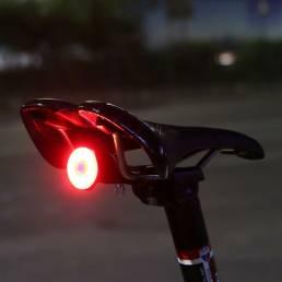 GUB 065 Luz de bicicleta recargable USB de 6 modos Inicio / parada automática Detección de freno IPX6 Impermeable LED Lu